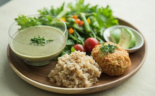 "<strong>食生活の改善</strong> <span style=""font-size:80%"">味覚が正常になり、食生活が変わります。</span> <span style=""font-size:80%"">また、正しい食事方法がわかり、リバウンドを未然に防ぎます。</span>"